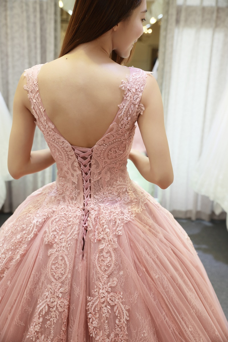 小花試穿 台中 AZ 婚紗攝影 & 禮服設計