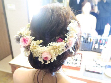 有很多質感的配件讓新娘挑選搭配