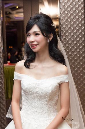 黑髮新娘的風采!氣質溫婉的浪漫公主白紗髮型