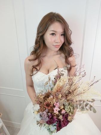 新娘秘書-玉娟|浪漫捲髮造型|捲髮|光澤肌|裸妝