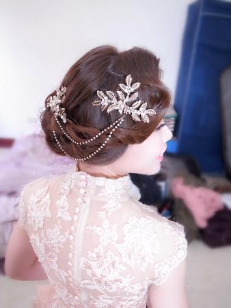 訂婚金色旗袍復古造型