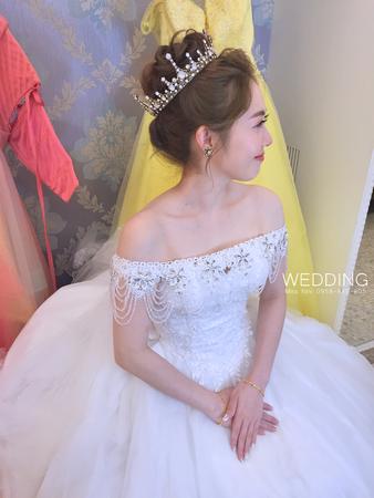 Miss Nini - Bridal make-up & Hair Artist 新秘作品