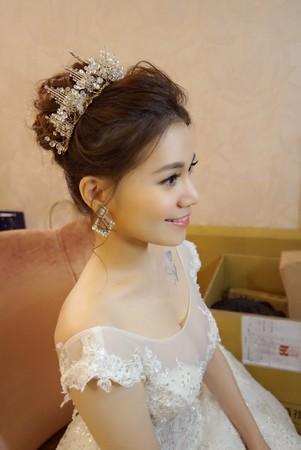 女神級新娘~零死角  也太令人羨慕了 梳妝完更加耀眼~根本混血兒~台中結婚喜宴新娘秘書
