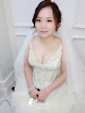 韓式浪漫盤髮+經典龍鳳掛10/10安婷