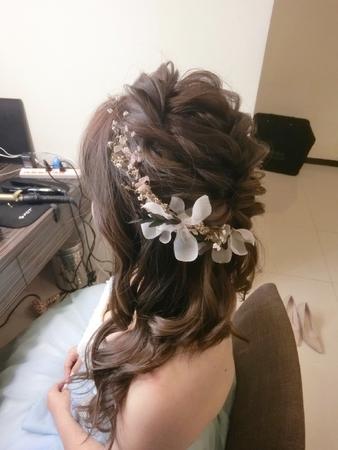 新娘秘書-小飛|訂婚|好媳婦髮型|浪漫捲髮|不凋花|乾燥花