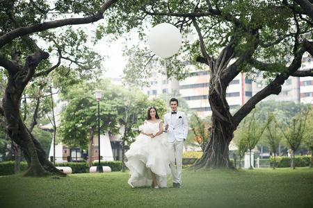 【華納婚紗】當韓式婚紗 遇上 浪漫花牆❤️