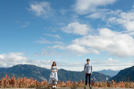 【華納婚紗】藍天下我們的足跡