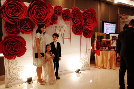 婉君-浪漫玫瑰金婚禮布置