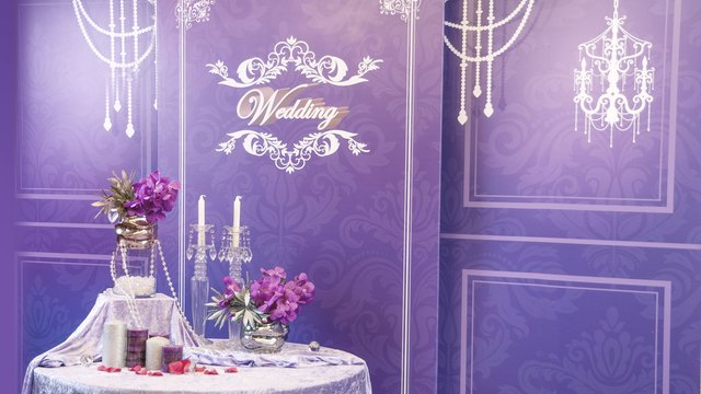 15wedding-backplane-purple.jpg.640x360_0_20_3610