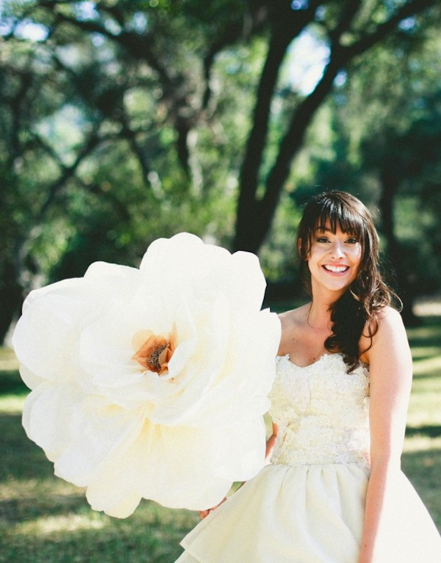 oversized-flower-bouquets-bridal-musings-wedding-blog