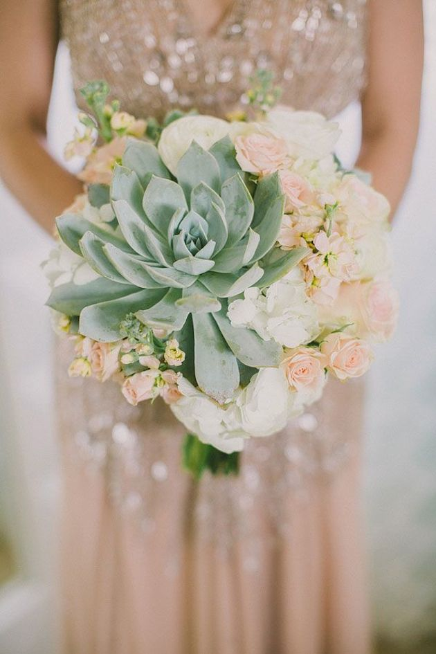 oversize-flower-bouquets-bridal-musings-wedding-blog-11