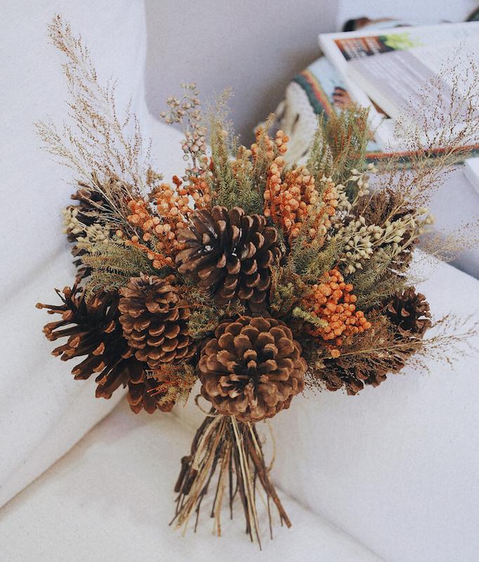 IMG 8102 森林中的溫柔姿態,秋冬婚禮專屬的「特色松果捧花」