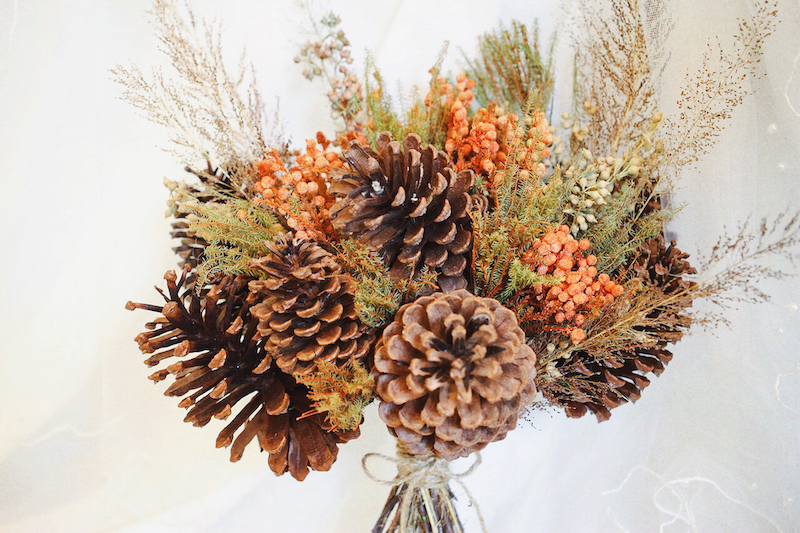 IMG 8110 森林中的溫柔姿態,秋冬婚禮專屬的「特色松果捧花」