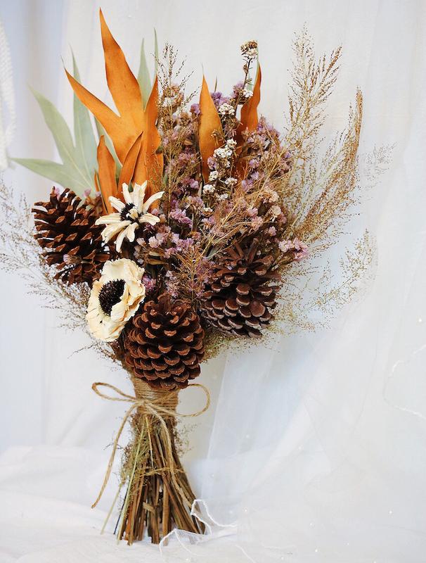 IMG 8128 %E6%8B%B7%E8%B2%9D 森林中的溫柔姿態,秋冬婚禮專屬的「特色松果捧花」